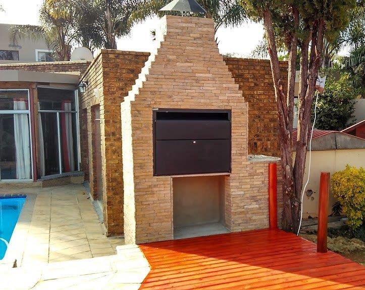 Sandstone strip cladding