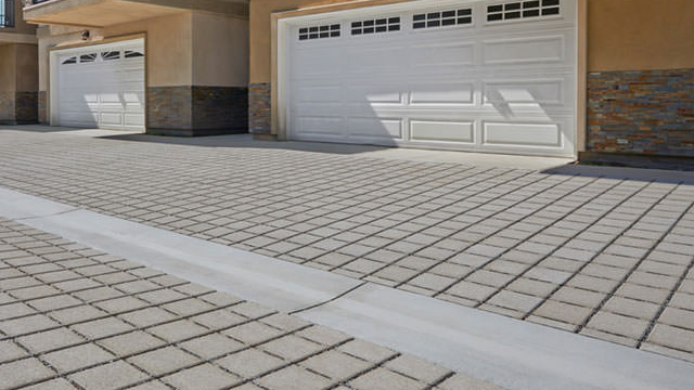 Stack bond paving pattern
